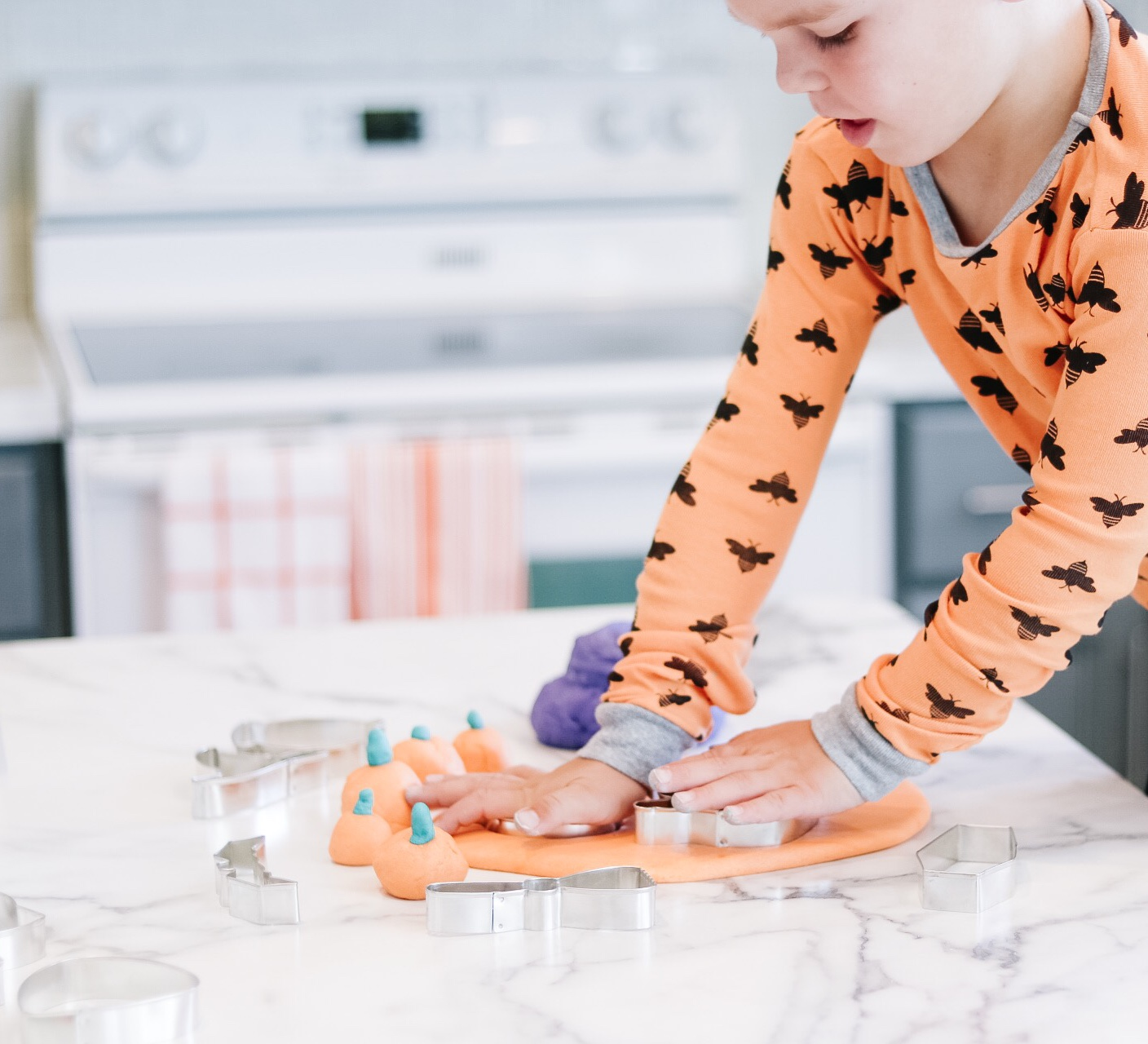 Easy play dough recipe + How to make it even funner for the holidays